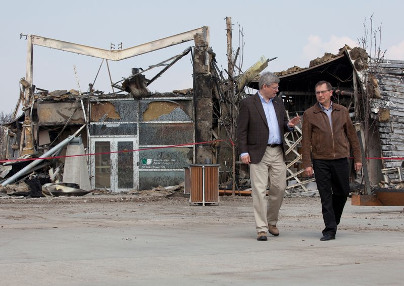 Harper and Stelmach tour Slave Lake wild fire damage